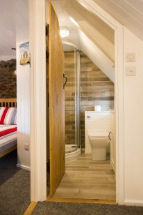 33.Upstairs shower room